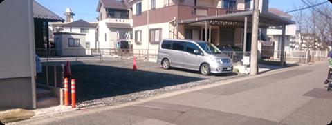 店舗前の駐車場がいっぱいのときは奥に見える駐車場をご利用ください。